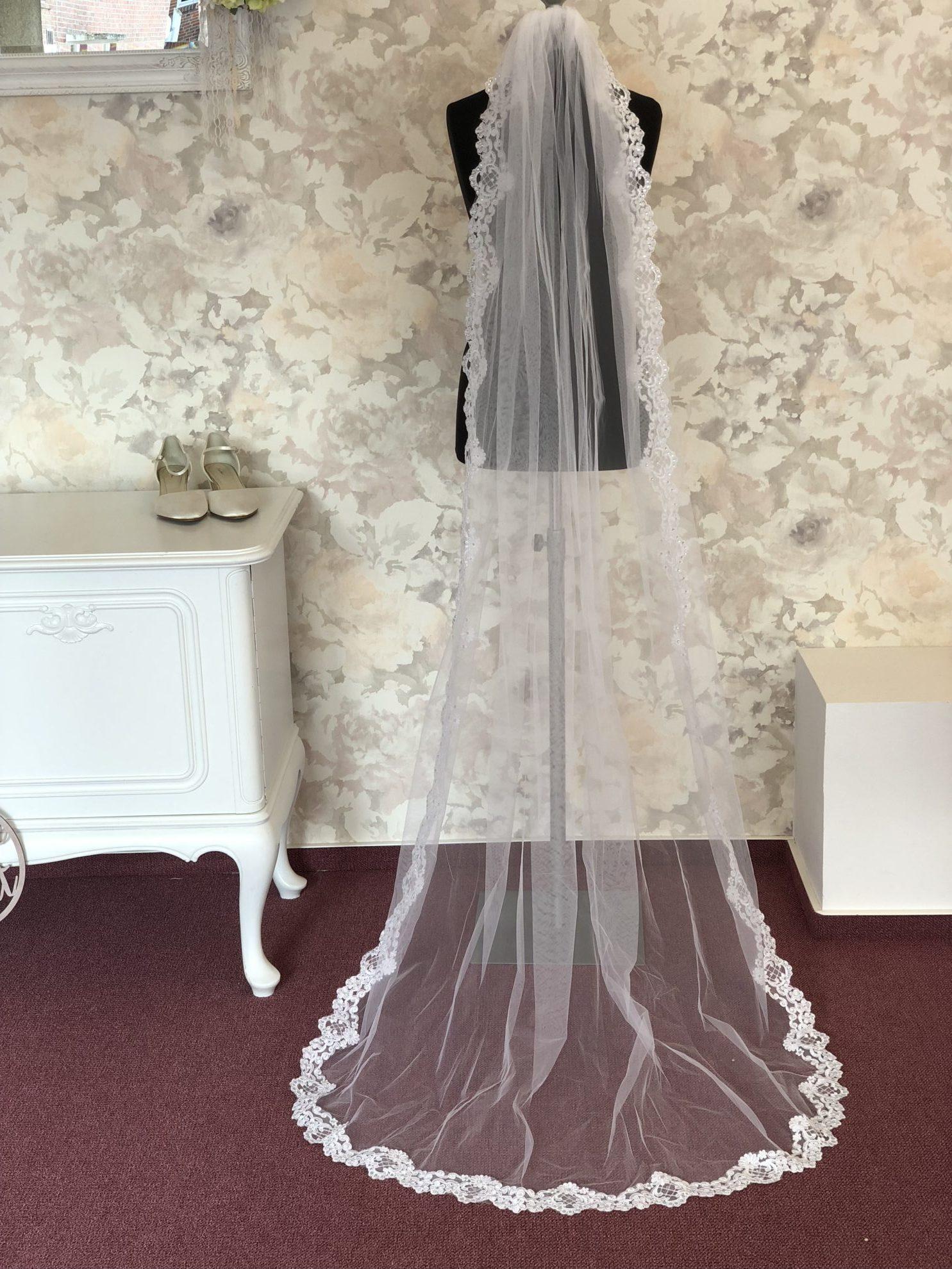 Spitzenschleier weiß 0875.3 Die zweite Braut